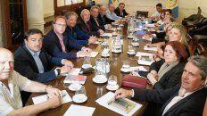 Gabinete completo. Estamos a total disposición del gobernador electo y su equipo, afirmó Lifschitz.
