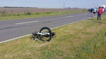 Destrozada. Así quedo la bicicleta en la que circulaba la víctima.