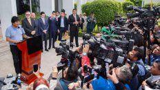 llegada. Evo Morales en la conferencia de prensa que dio en el aeropuerto mexicano.