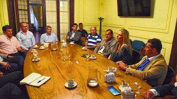 energía. Ayer se reunieron en Fisfe funcionarios y empresarios para analizar la situación de esa industria.