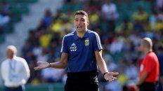 scaloni ensayo con una linea de tres defensores para jugar con brasil