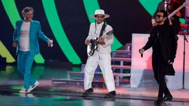 Fito Páez y los puertorriqueños Ricky Martin y Robi Rosa,  junto al chileno Beto Cuevas, homenajearon a Gustavo Cerati y a Soda  Stereo
