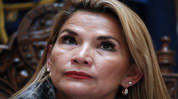 La presidenta interina de Bolivia, Jeanine Añez, lejos de abrir canales de diálogo y negociación.