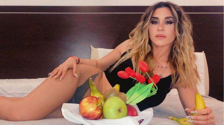 Las sensuales fotos del room service hot de Jimena Barón