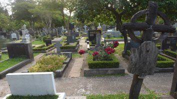 Fue erigido por inmigrantes de distintas nacionalidades que precisaban enterrar a sus familiares y no profesaban el catolicismo.