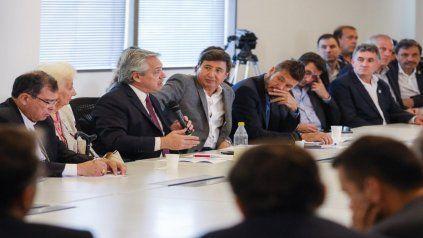 Alberto Fernández, junto a Arroyo y Tinelli, en la primera reunión del consejo federal contra el hambre.