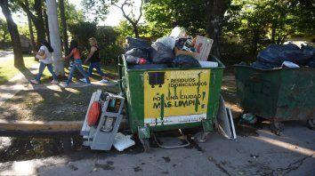 Suciedad. Así lucen algunas zonas de la ciudad donde la basura se apodera del paisaje cotidiano.