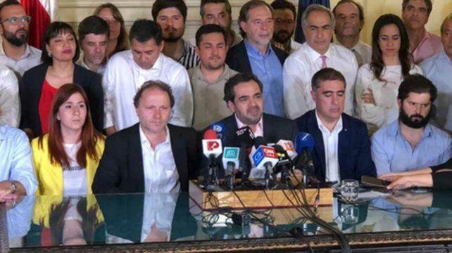 histórico. La mesa de diálogo del viernes pasado anuncia el acuerdo para reformar la Constitución.