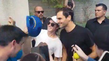 Federer llegó al país y fue recibido por los fans