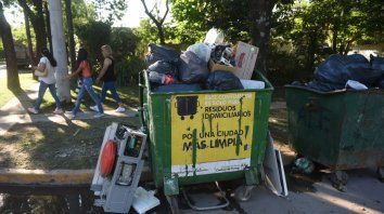 La basura se acumula en cada esquina de la denominada ciudad Jardín de la Provincia.