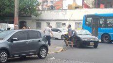 Violenta pelea entre un taxista y el conductor de un utilitario