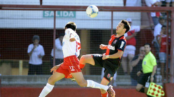 El último triunfo en La Paternal. Nacho Scocco marcó los últimos dos goles en el 3-1 del torneo Inicial 2012
