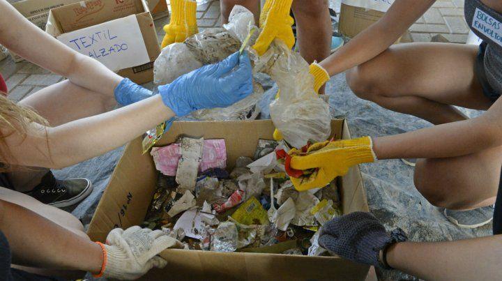 Encuentro para canjear material reciclable por productos naturales