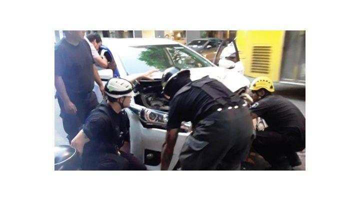 El Toyota blanco en el que iba el conductor que estaba borracho. El alcoholimetro marcó 3 gramos de alcohol en sangre. (Foto:@emergenciasAR)