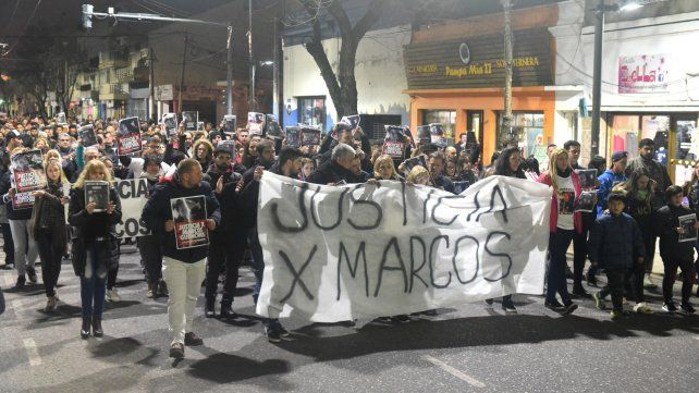 Reclamo. Familiares y allegados de Marcos convocaron marchas multitudinarias para exigir el esclarecimiento del homicidio ocurrido en julio.