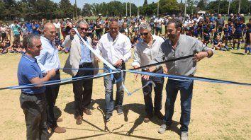 El corte de cintas. Forli, Boretti, Del Colle, Sylvestre Begnis, Ghiglione y Alvarez dejan inaugurada la segunda cancha sintética.