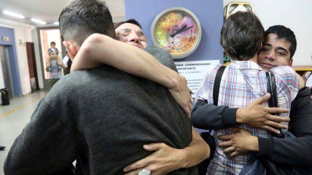 Mendoza. Víctimas y familiares celebran el fallo que condenó a los curas Corbacho y Corradi por abusos.