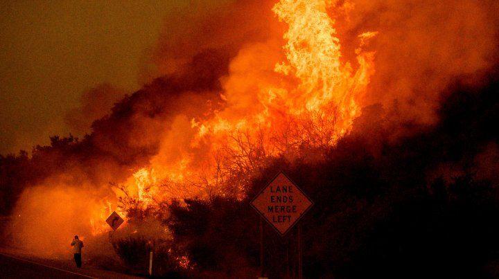 Santa Bárbara. Las llamas devoraban vegetación en la montaña.
