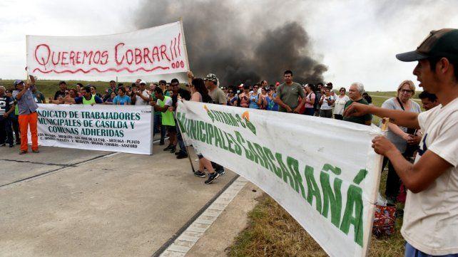 Protesta. Los trabajadores protagonizaron movilizaciones y cortes de ruta en reclamo del pago de haberes.