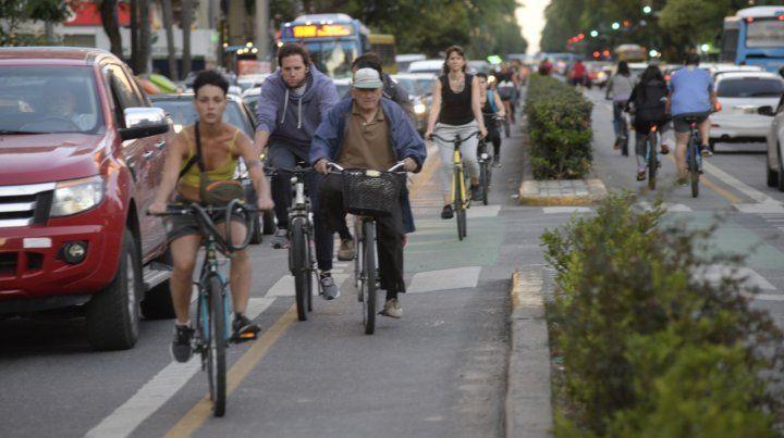 Poco espacio. En Rosario los ciclistas son cada vez son más