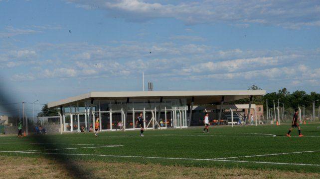 Flamantes. Las instalaciones que el club Leones de Rosario tiene en Alvear. La entidad recibió una fortuna por parte de la Fundación Messi.