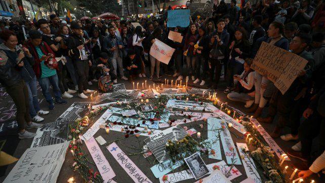 Bogotá. El lugar en el centro de la capital donde cayó herido el joven la semana pasada y donde ayer gente se concentró a recordarlo.