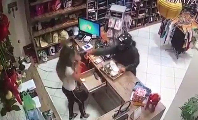 Una vendedora fue ejecutada de un tiro en la cabeza durante un robo