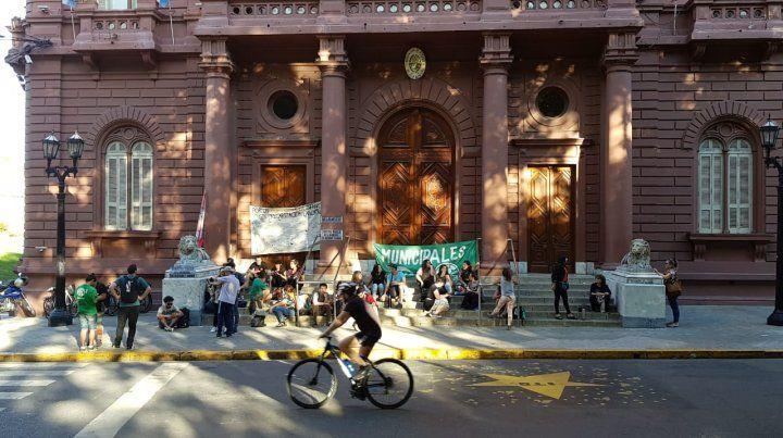 Los empleados contratados nucleados en ATE reclaman el pase a planta. (Foto: Marcelo Bustamante)