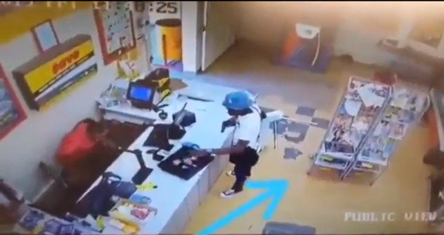 Un cliente le robó parte del botín a un ladrón en pleno atraco