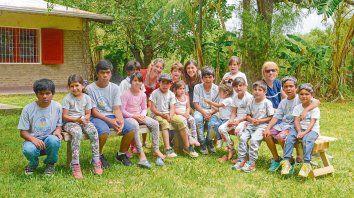 Bajo la modalidad del multigrado, la Escuela Marcos Sastre depende del Ministerio de Educación de Santa Fe y en la actualidad recibe a 19 niños y niñas de entre 3 y 14 años que viven en la isla.