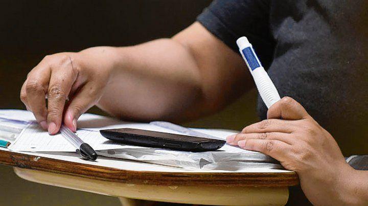 Calígrafo público y administración de empresas son de tres años de cursado.
