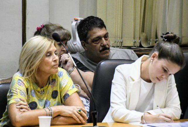 Gabriel Strumia y su esposa Roxana Michl (semitapada) escuchan la lectura del fallo de la Cámara. (Foto: Leonardo Vincenti)