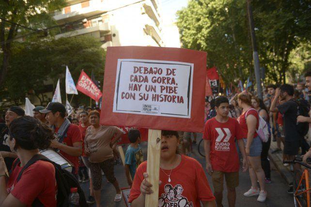 La Marcha de la gorra convocó a jóvenes de distintos barrios de Rosario