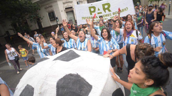 A puro jueguito. El reclamo de más igualdad en los ámbitos deportivos es parte de la agenda y de las movilizaciones del colectivo de mujeres.