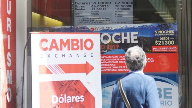 Local. En Rosario la divisa cerró ayer a $62