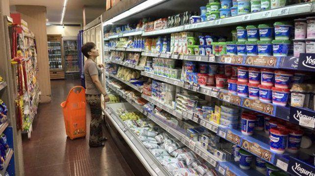 Los hogares argentinos gastan casi un cuarto del ingreso en alimentos