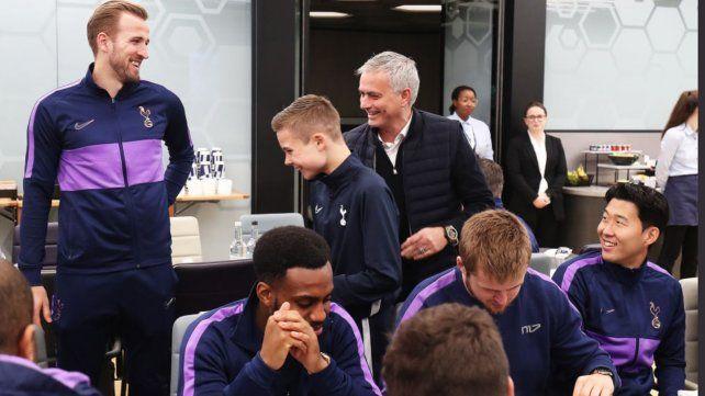 El increíble regalo de Mourinho al alcanzapelotas que ayudó al Tottenham a hacer un gol