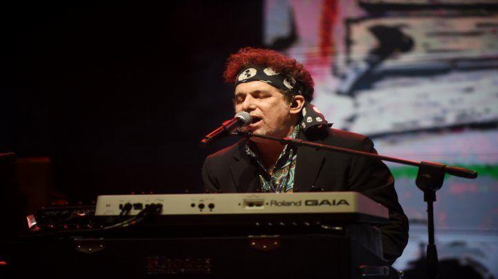 Calamaro acompañó todas las canciones con clips de alto vuelo artístico en un show con los clásicos y lo mejor de su último disco.