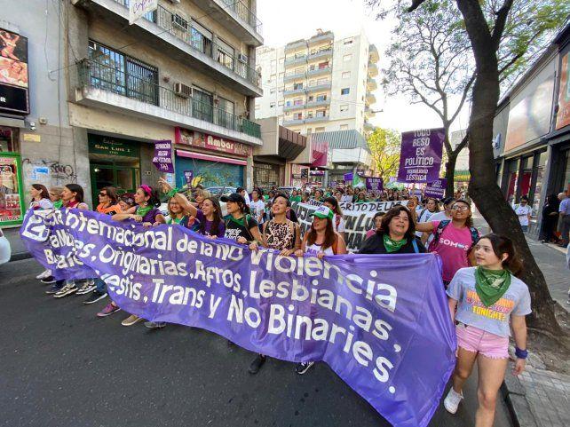 Masiva marcha en Rosario del colectivo de mujeres por la Eliminación de la Violencia contra las Mujeres