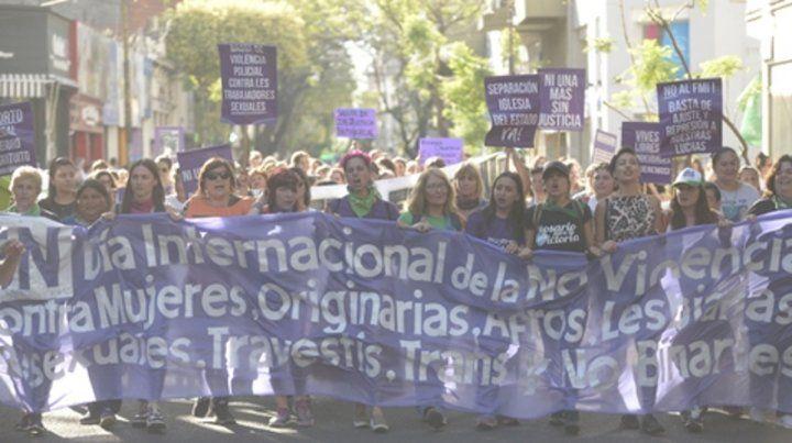 Embanderadas. La marcha unió los reclamos de las mujeres. Las organizaciones pidieron ampliar el abanico de derechos que acompaña sus solicitudes.