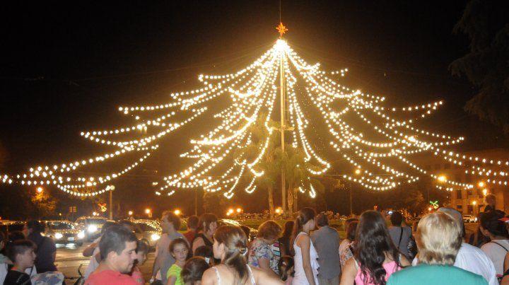 El domingo 8 de diciembre se enciende el arbolito de Oroño y Pellegrini.