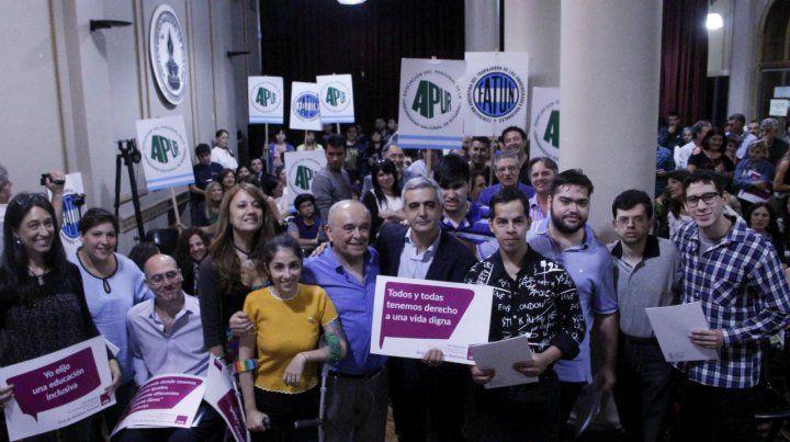 El rector de la Universidad Nacional de Rosario presentó el proyecto.