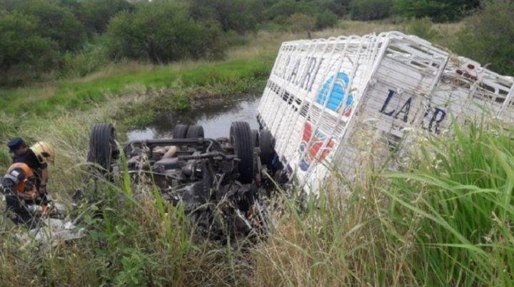 Un camionero de Granadero Baigorria murió al caer con su vehículo a un arroyo en Entre Ríos