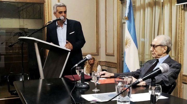 El rector Franco Bartolacci encabezó el homenaje al profesor José Carlos Chiaramonte.