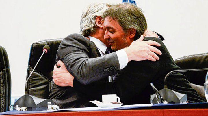abrazo. Alberto Fernández