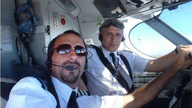 El piloto y copiloto de la aeronave que se cayó. El piloto había advertido que no podía volar.