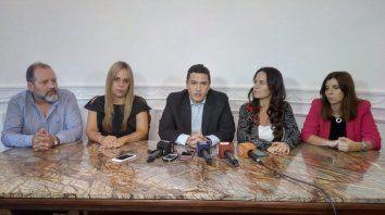 Parte del bloque de Cambiemos que se rompió esta tarde en el Concejo: Carlos Cardozo, Daniela León, Roselló, Anita Martínez y Germana Figueroa Casas, en la conferencia de prensa de esta tarde.