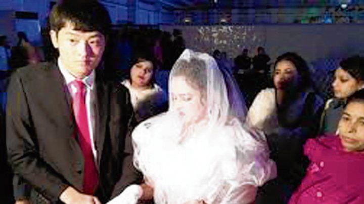 boda. Una joven paquistaní vendida se casa con un ciudadano chino.