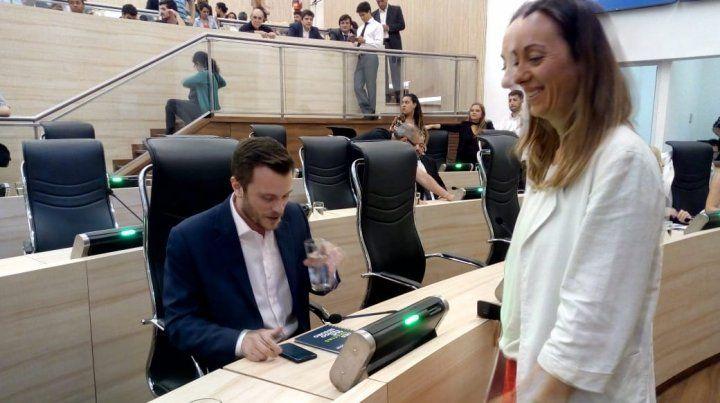 Roy López Molina y Renata Ghilotti durante la sesión del Concejo.