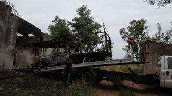 Incinerada. Así quedó la camioneta que la víctima utilizaba para trabajar.